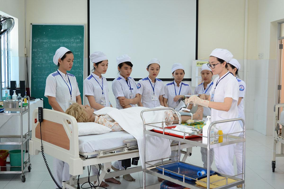 Những điều cần biết khi học ngành y sĩ đa khoa