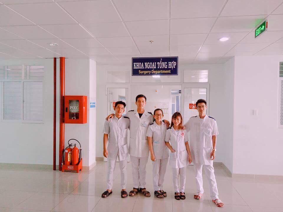 Y sỹ đa khoa thực tập tại bệnh viện