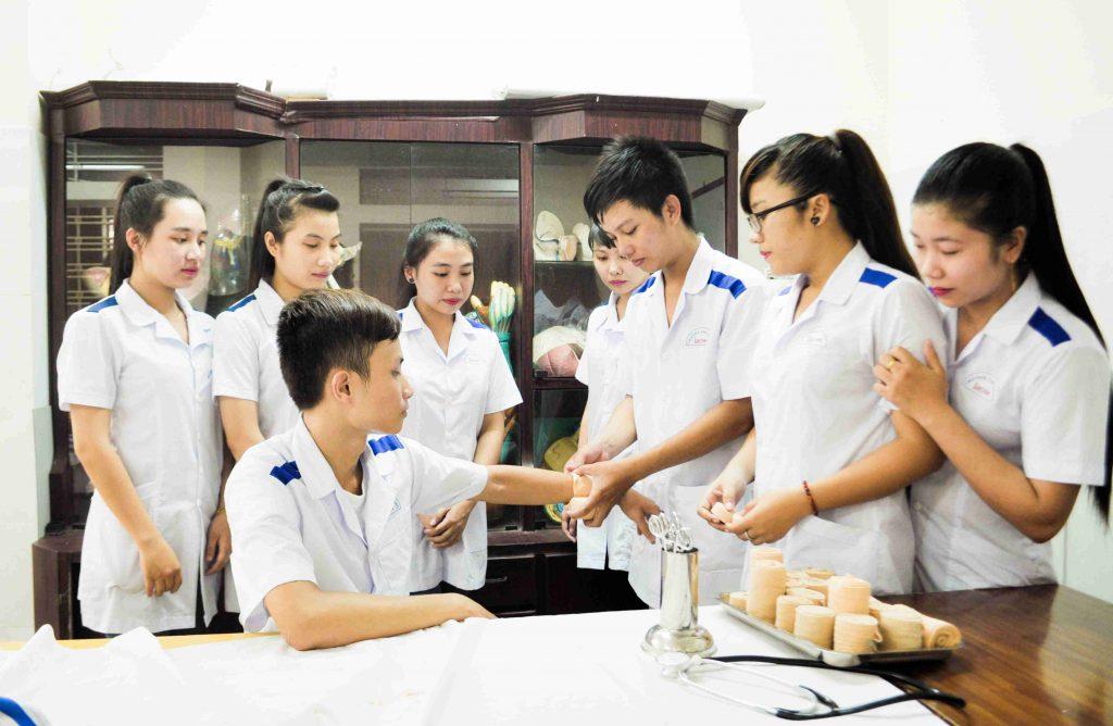 Sinh viên Trường Cao đẳng Lạc Việt Đà Nẵng
